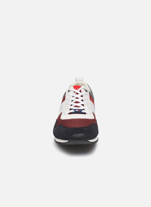 Baskets Tommy Hilfiger ICONIC MATERIAL MIX RUNNER Rouge vue portées chaussures