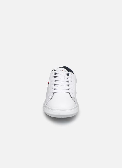 Deportivas Tommy Hilfiger ESSENTIAL LEATHER DETAIL CUPSOLE Blanco vista del modelo