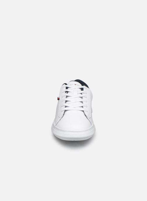Baskets Tommy Hilfiger ESSENTIAL LEATHER DETAIL CUPSOLE Blanc vue portées chaussures