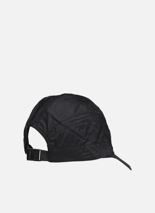Cappellino Reebok CL TRAIL CAP Viola modello indossato