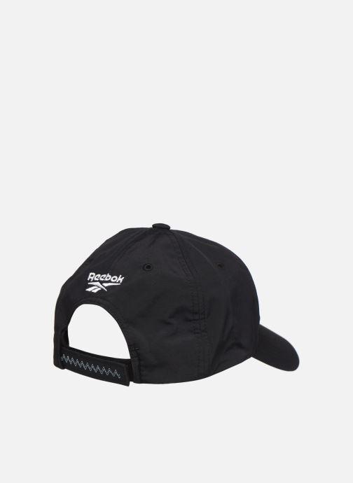Casquettes Reebok CL GIGI HADID CAP Noir vue portées chaussures