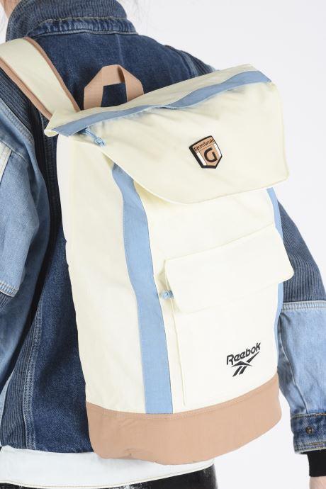 Rucksäcke Reebok CL GIGI HADID SLING BAG weiß ansicht von unten / tasche getragen