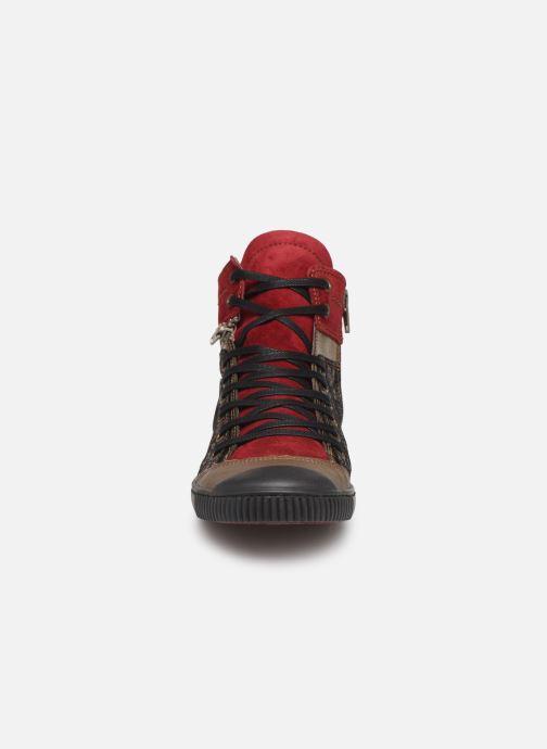 Sneakers Pataugas Banjou/Fe F4C Rosso modello indossato