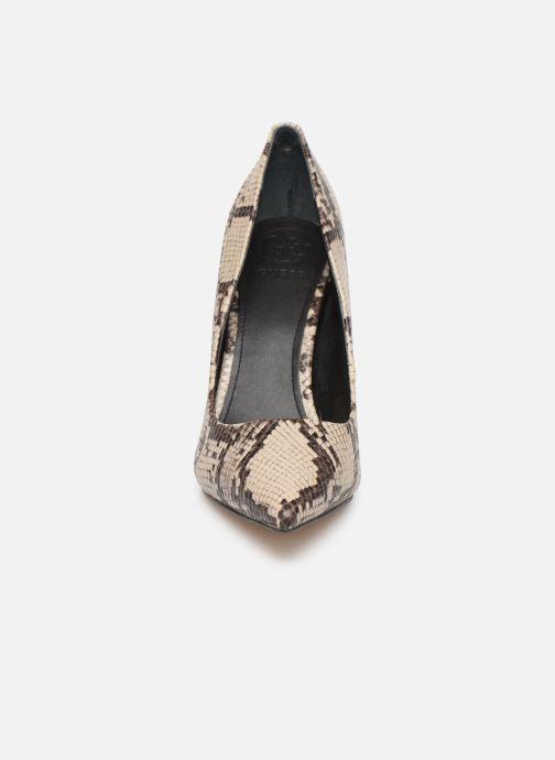 Zapatos de tacón Guess FL7OK7PEL08 Beige vista del modelo