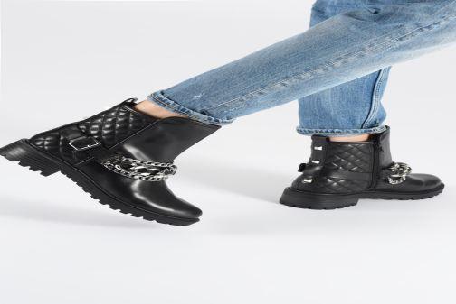 Bottines et boots Guess FL7HOLLEA10 Noir vue bas / vue portée sac