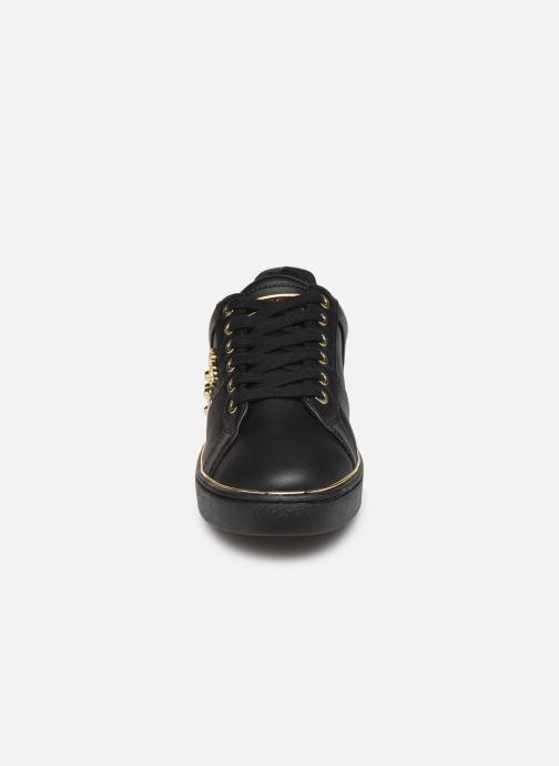 Sneakers Guess FL7BRAELE12 Nero modello indossato