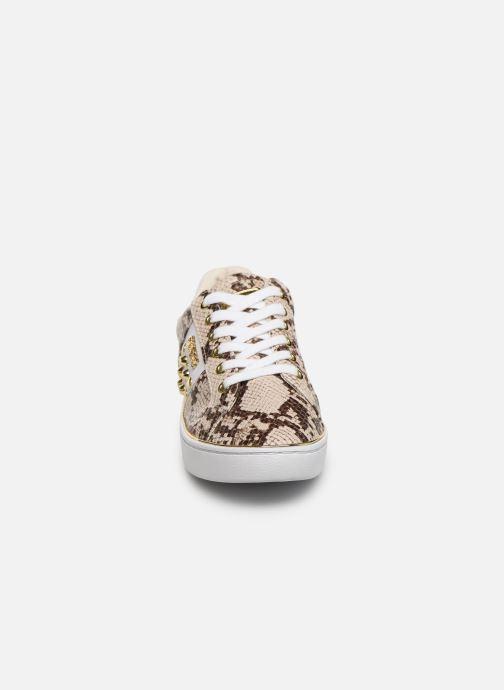 Sneakers Guess FL7BRAPEL12 Beige modello indossato