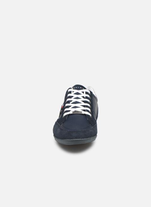 Baskets Tommy Hilfiger CORPORATE MATERIAL MIX CUPSOLE Bleu vue portées chaussures
