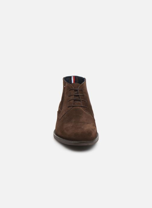 Bottines et boots Tommy Hilfiger SIGNATURE HILFIGER SUEDE BOOT Marron vue portées chaussures
