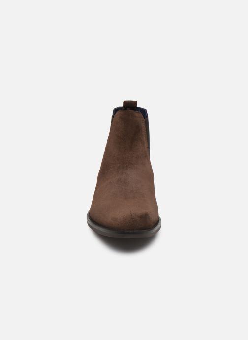 Bottines et boots Tommy Hilfiger SIGNATURE HILFIGER SUEDE CHELSEA Marron vue portées chaussures