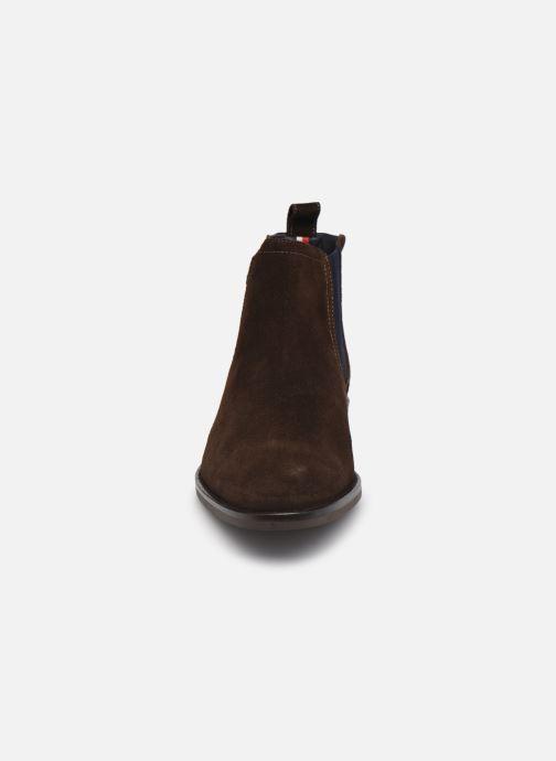 Stiefeletten & Boots Tommy Hilfiger SIGNATURE HILFIGER SUEDE CHELSEA braun schuhe getragen