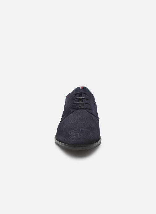 Chaussures à lacets Tommy Hilfiger SIGNATURE HILFIGER SUEDE SHOE Bleu vue portées chaussures