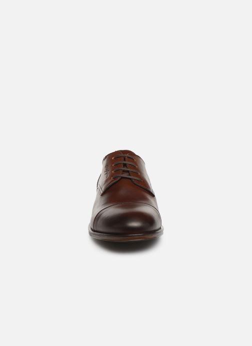 Chaussures à lacets Tommy Hilfiger DRESS CASUAL TOECAP BOOT Marron vue portées chaussures