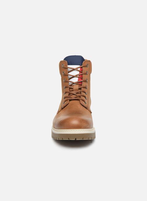 Bottes Tommy Hilfiger TOMMY JEANS OUTDOOR NUBUCK BOOT Marron vue portées chaussures