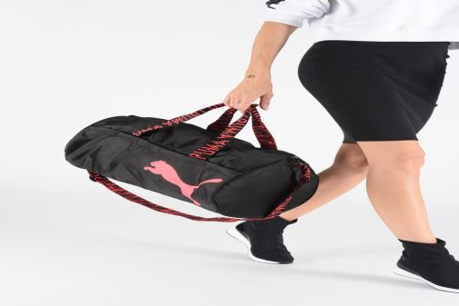 Sports bags Puma AT ESS BARREL BAG Black view from underneath / model view