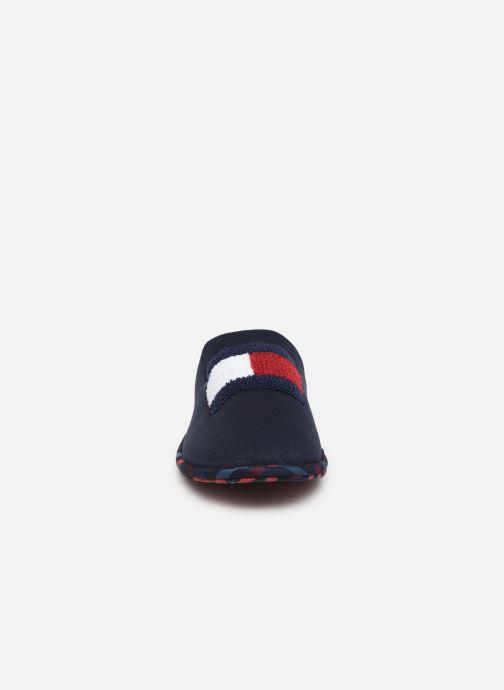 Chaussons Tommy Hilfiger FLAG BADGE HOMESLIPPER Bleu vue portées chaussures