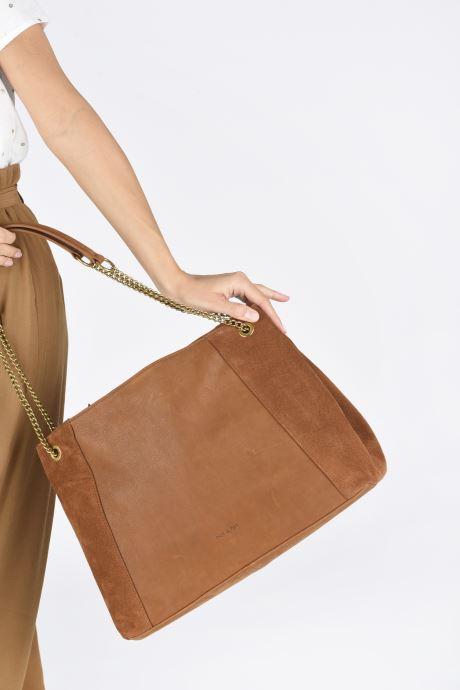 Handtaschen Nat & Nin Hortense braun ansicht von unten / tasche getragen