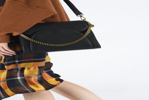 Handtaschen Nat & Nin Kamila beige ansicht von unten / tasche getragen