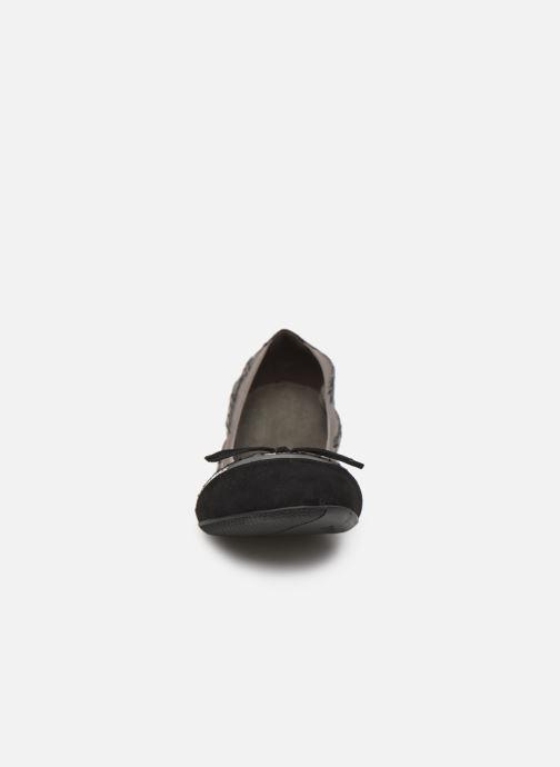 Ballerines Chattawak CAPRICE Argent vue portées chaussures