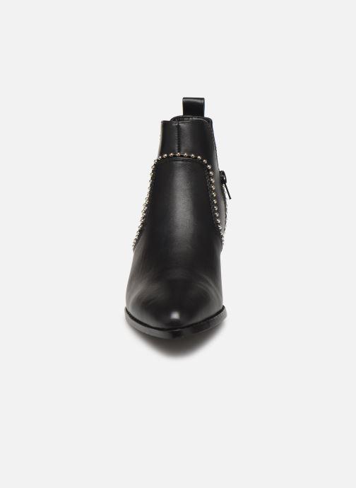 Bottines et boots ONLY ONLTOBIO CURVE STUD  PU BOOTIE 14184488 Noir vue portées chaussures