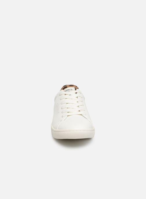 Baskets ONLY ONLSILJA  DETAIL  PU SNEAKER 15184168 Blanc vue portées chaussures