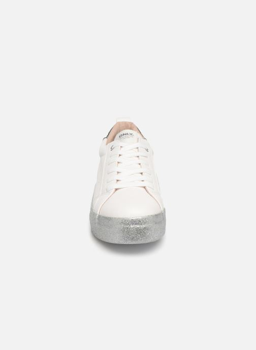 Baskets ONLY ONLSHERBY GLITTER  PU SNEAKER 15184239 Blanc vue portées chaussures