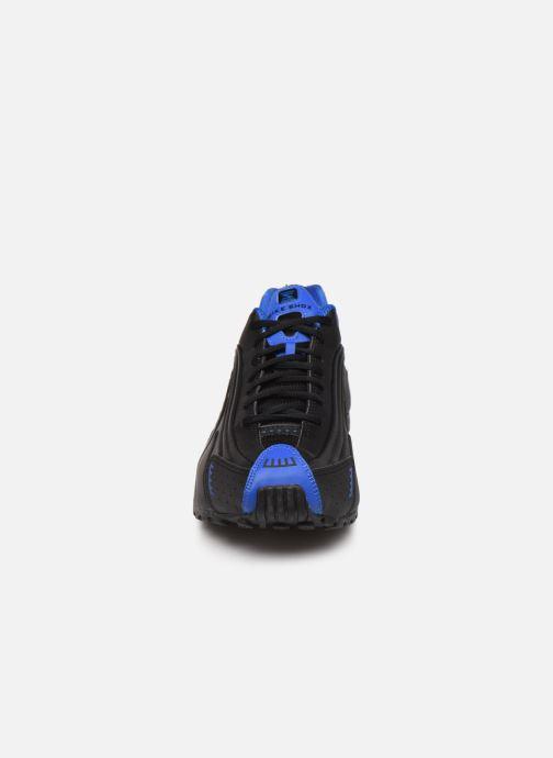Baskets Nike Nike Shox R4 Noir vue portées chaussures