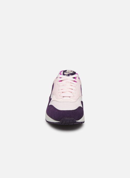 Sneakers Nike Wmns Air Max 1 Rosa modello indossato