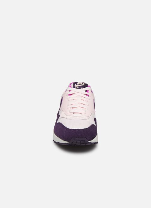Baskets Nike Wmns Air Max 1 Rose vue portées chaussures