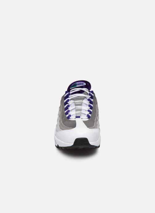 Baskets Nike Nike Air Max 95 Lv8 Blanc vue portées chaussures