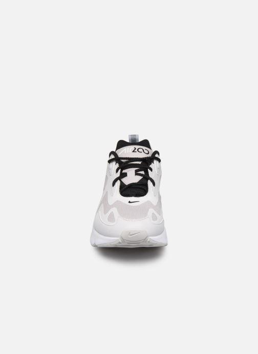 Baskets Nike Air Max 200 Gris vue portées chaussures