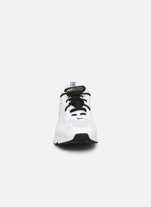 Baskets Nike Air Max 200 Blanc vue portées chaussures