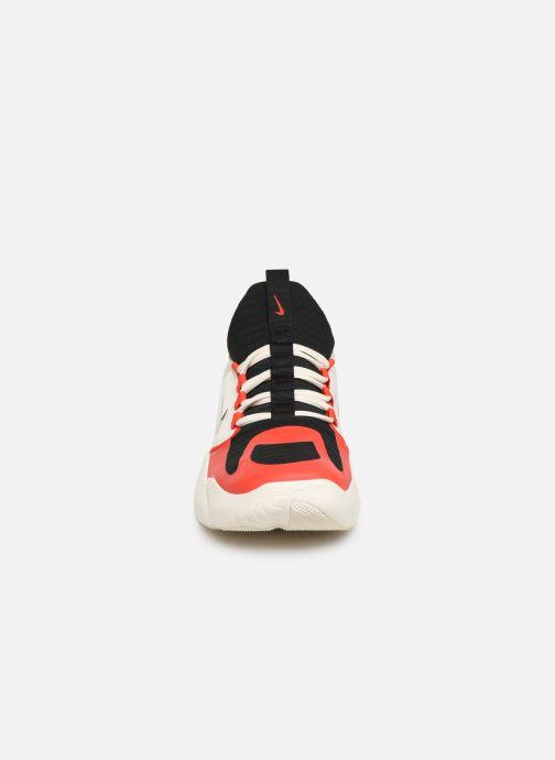Chaussures de sport Nike Nike Air Max Alpha Savage Rouge vue portées chaussures