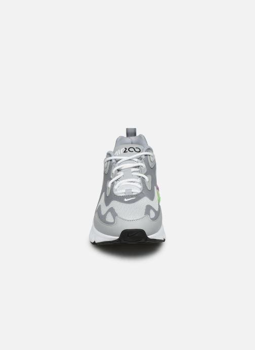 Baskets Nike W Air Max 200 Gris vue portées chaussures