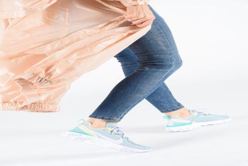 Sneaker Nike W Nike React Element 55 weiß ansicht von unten / tasche getragen