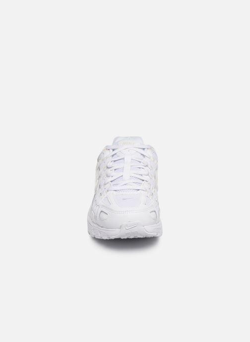 Baskets Nike Nike P-6000 Blanc vue portées chaussures