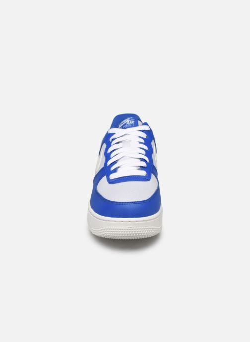 Baskets Nike Air Force 1 '07 1 Bleu vue portées chaussures
