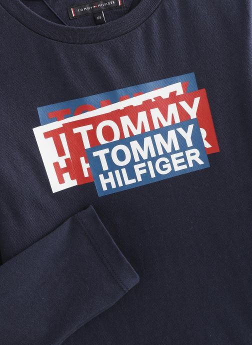 Vêtements Tommy Hilfiger Aj Sticker Print Bleu vue portées chaussures