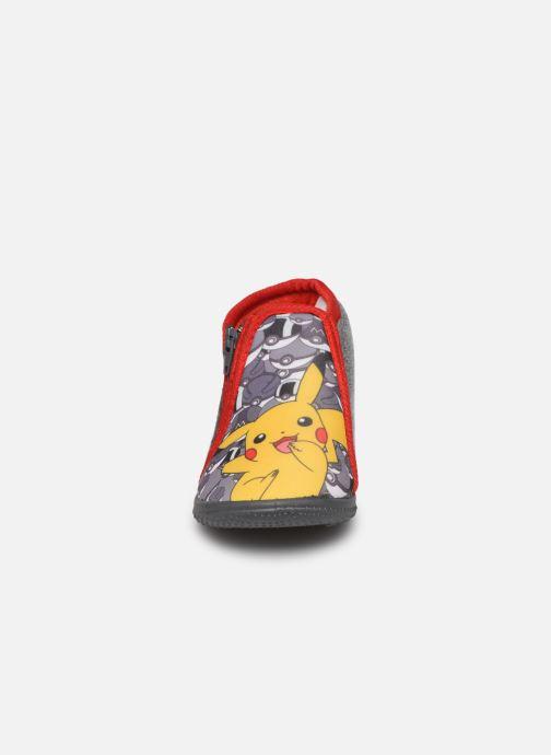 Pantuflas Pokemon Pk Bempiflor Gris vista del modelo