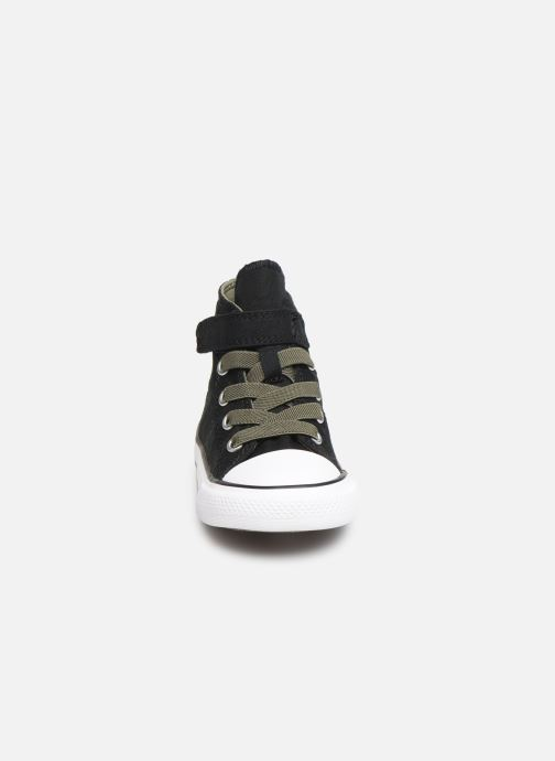 Baskets Converse Chuck Taylor All Star 1V Dino Spikes Hi Noir vue portées chaussures