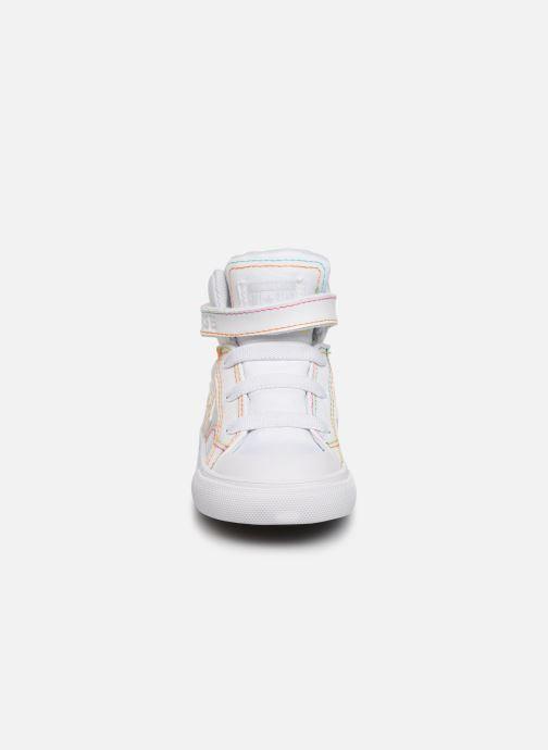 Baskets Converse Pro Blaze Strap Rainbow Stitch Hi E Blanc vue portées chaussures