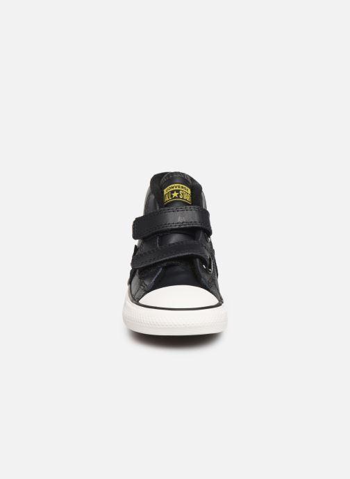 Sneaker Converse Star Player 2V Asteroid Mid schwarz schuhe getragen