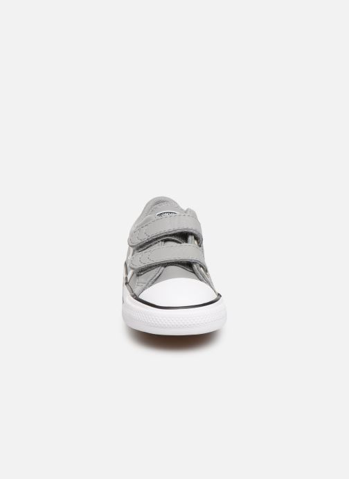 Sneakers Converse Star Player Ev 2V Leather Ox Grigio modello indossato