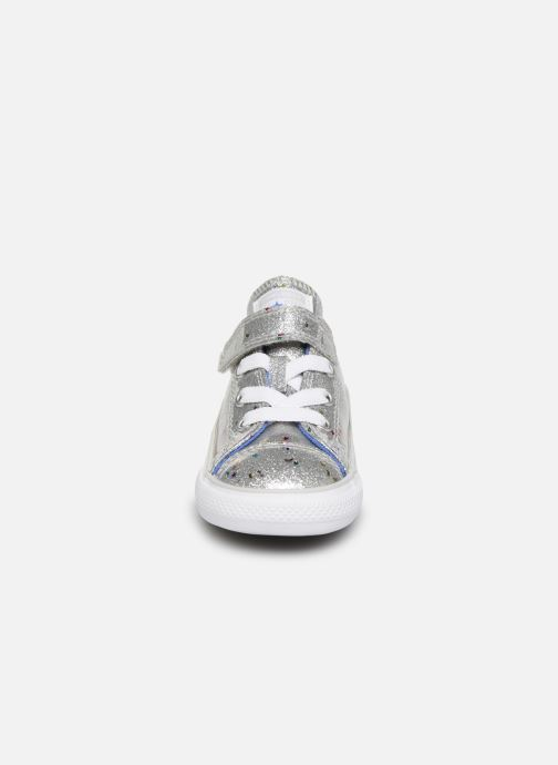 Baskets Converse Chuck Taylor All Star 1V Galaxy Glimmer Ox Argent vue portées chaussures