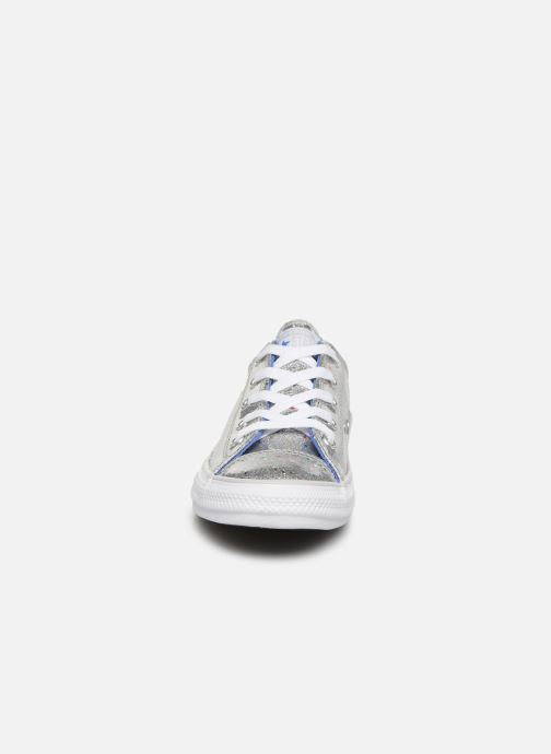 Baskets Converse Chuck Taylor All Star Galaxy Glimmer Ox Gris vue portées chaussures