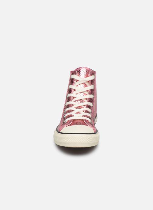 Sneakers Converse Chuck Taylor All Star Metallic Snake Hi Rosa modello indossato