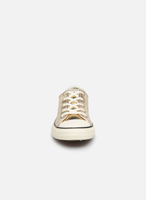 Sneakers Converse Chuck Taylor All Star Metallic Snake Ox Oro e bronzo modello indossato