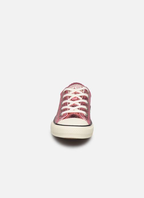 Baskets Converse Chuck Taylor All Star Metallic Snake Ox Rose vue portées chaussures
