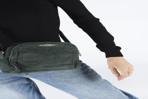Sacs à main Bensimon CORDUROY ROUND BAG Vert vue bas / vue portée sac