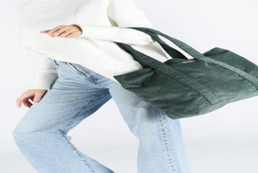 Handtaschen Bensimon CORDUROY TOTE grün ansicht von unten / tasche getragen